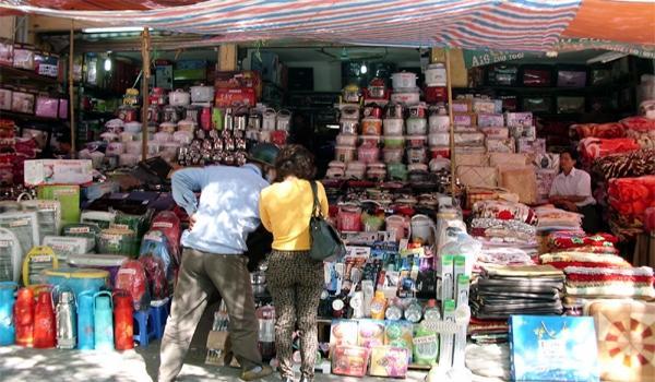 Lưu ý nên trả giá trước khi mua hàng tại các chợ cửa khẩu biên giới